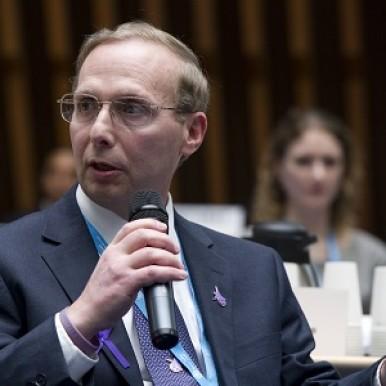 Michael Ellenbogen presenting at WHO Conference - web